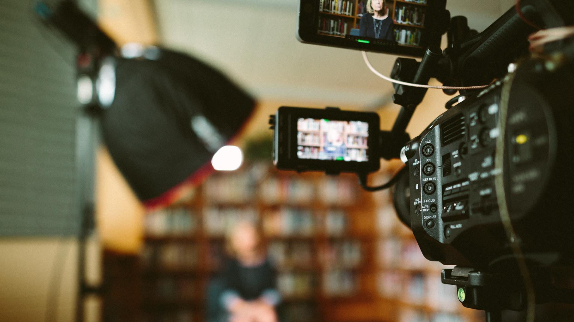 Kamera, Licht oder Hintergrund: Welche Technik für Videokonferenz im Homeoffice? Unternehmensberater Christof Sauke von perspective: international im Interview mit Stefanie Normann